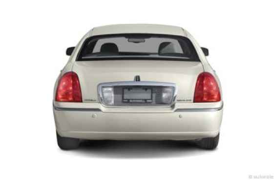 Review 2004 Lincoln Town Car